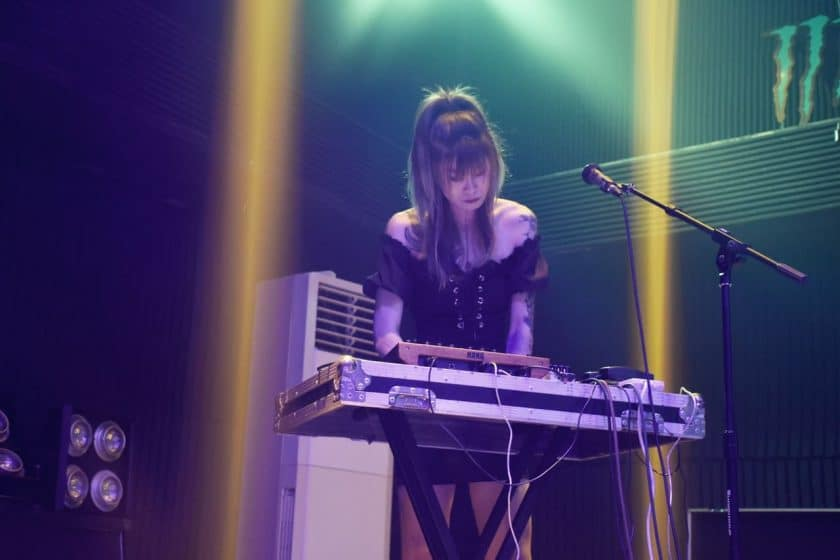 Useyour space whilst performing with music keyboards