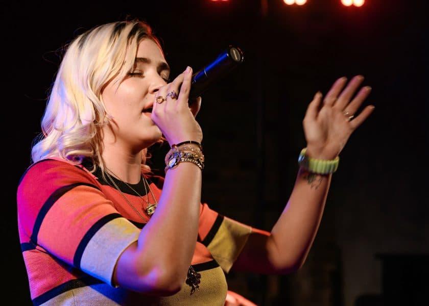 Ways to help singers improve their vocal range