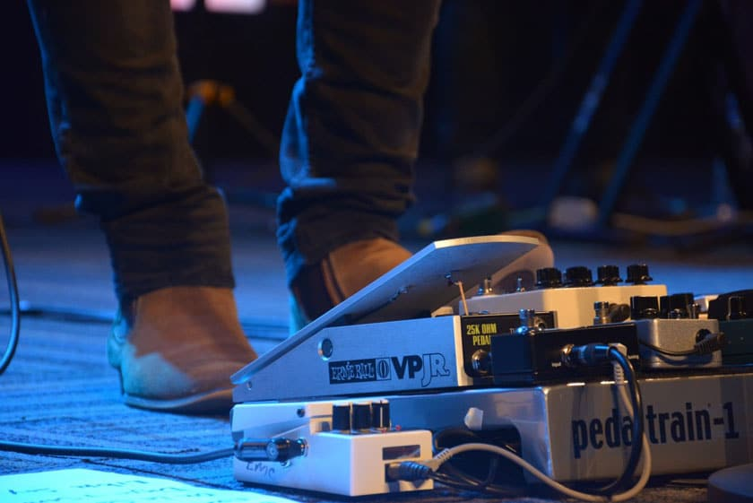 What is a guitar loop pedal?