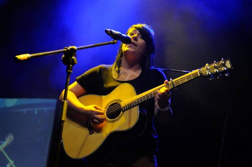 Lucy Spraggan at open mic uk