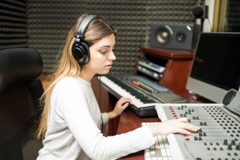 25 Best Side Jobs for Singers