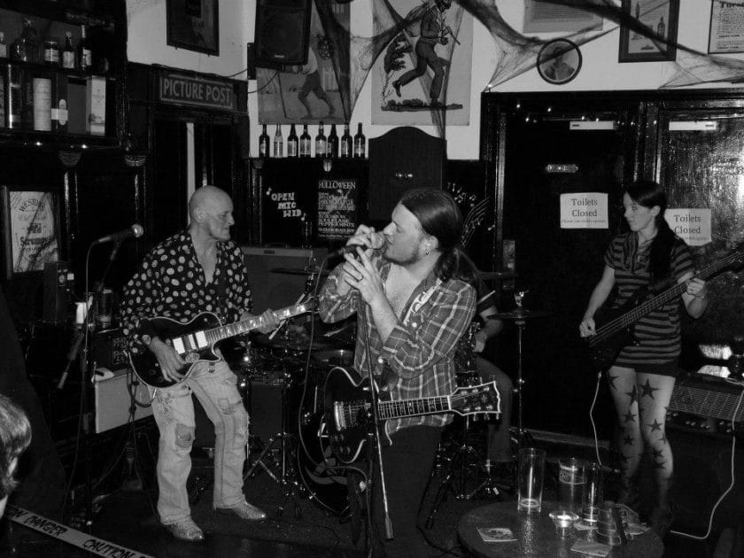 Ye Olde Black Bo Hull Highstreet Unplugged